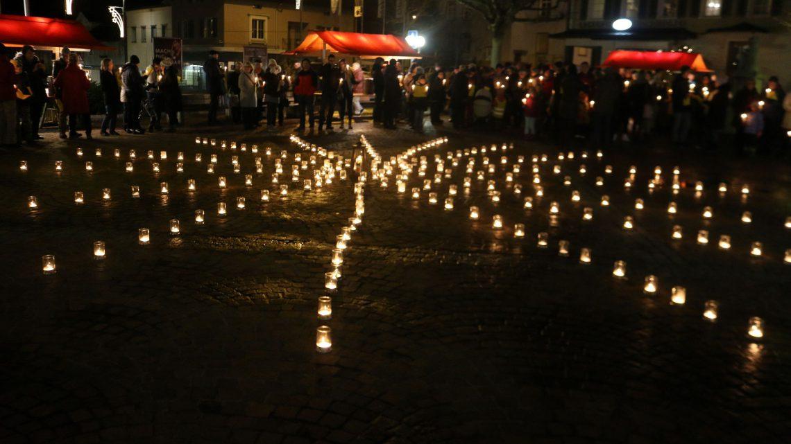 Weihnachtsliedersingen auf dem Dorfplatz Oberuzwil
